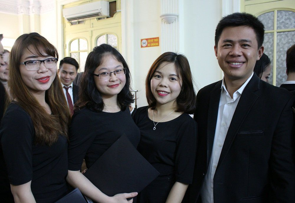 Anh Phao-lô Lê Đoài Huy (Phía bên phải) và một số thành viên trong nhóm