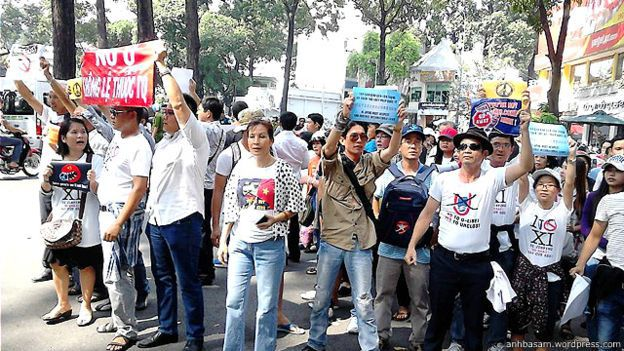 151108171153_xi_protest_640x360_anhbasam.wordpress.com