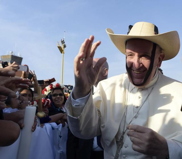 epa05165645 A handout picture provided by the Vatican newspaper L'Osservatore Romano on 17 February 2016 shows Pope Francis wearing a hat before a mass in Venustiano Carranza stadium, Morelia, Mexico, 16 February 2016. The pontiff is in Mexico from 12 to 17 February as part of his tour, which will see him visiting six cities in four states. EPA/OSSERVATORE ROMANO/HANDOUT HANDOUT EDITORIAL USE ONLY/NO SALES