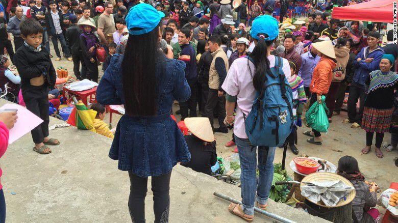 Hai cô gái vừa bỏ trốn về Việt Nam chia sẻ những gì mình đã trải qua để thức tỉnh mọi người.