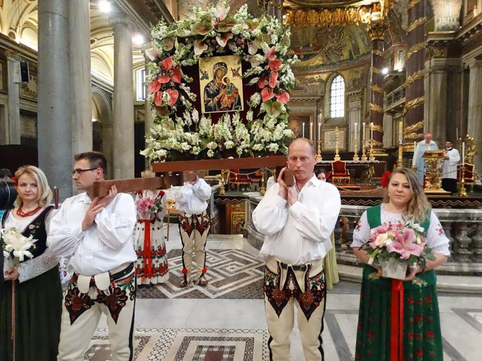 Rước bức linh ảnh Đức Mẹ Hằng Cứu Giúp tại Rôma nhân kỷ niệm 150 năm bức linh ảnh được Đức Giáo Hoàng Pio IX trao cho DCCT (26/4/1866)