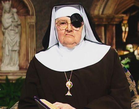 Mẹ Angelica, sinh năm 1923 tại Canton, Ohio với tên gọi Rita Antoinette Rizzo.