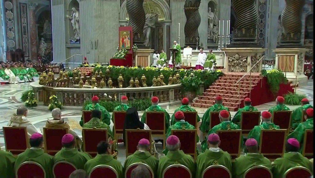 Thánh lễ khai mạc Thượng Hội Đồng Giám Mục Thế Giới vào tháng 10 năm 2015 tại Vatican