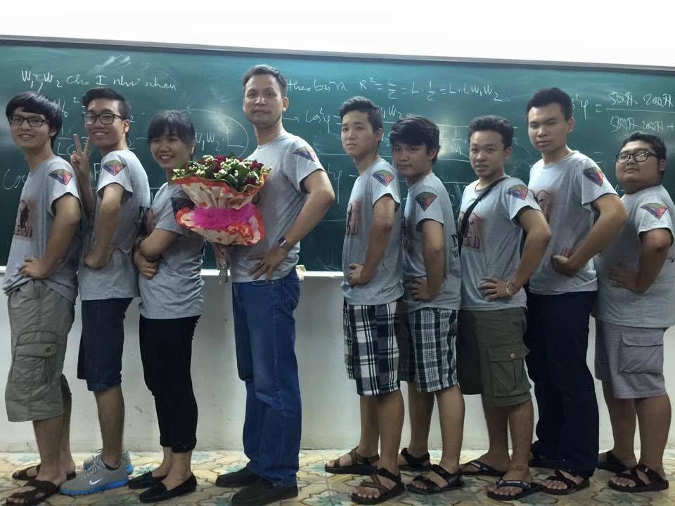 """Thầy Dương Văn Cẩn được trang tin Kenh14.vn gọi là """"thầy giáo khiến Teen mê mẩn"""""""