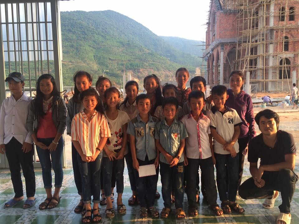 Các em học sinh tại Kỳ Anh. Ảnh FB Nguyen Anh Tuan