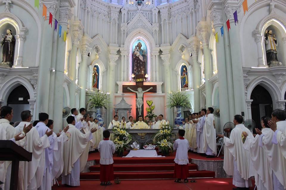 Linh mục Đặng Đình thà sinh năm 1980. Khấn trong DCCT năm 2010
