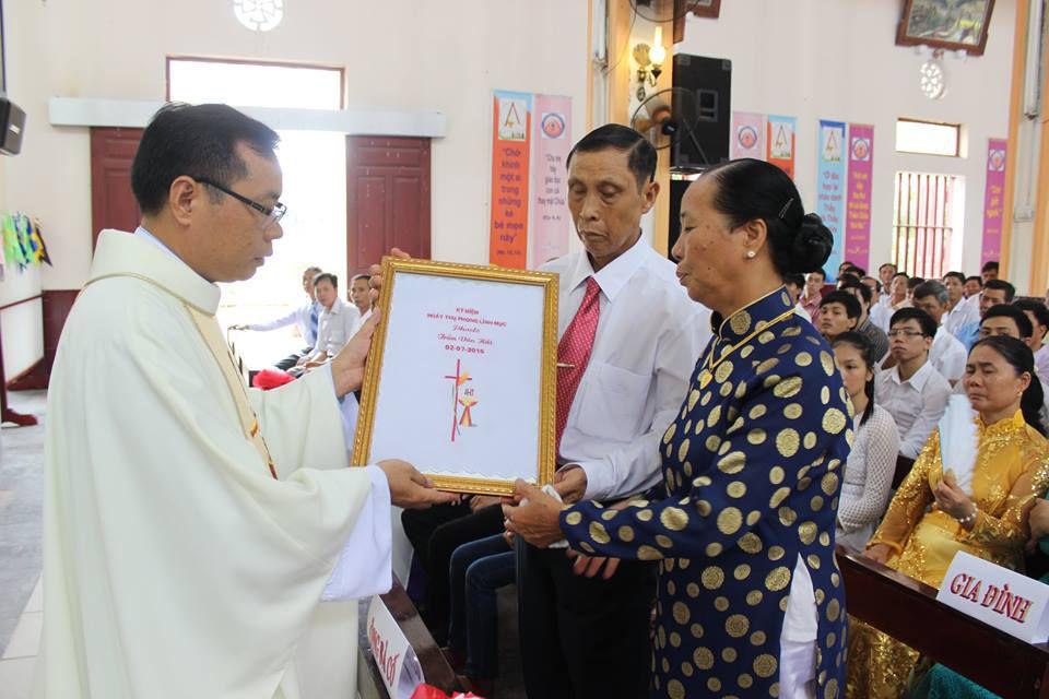 Tân linh mục Phêrô Trần Văn Hải dâng thánh lễ tạ ơn tại Gx. Tân Khẩn, Giáo phận Phát Diệm, sáng 13.7.2016