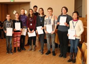 Ảnh chụp: Thanh Mai tại buổi trao chứng chỉ vô địch học sinh giỏi toán mang tên Moby Deutschland Olympiade năm 2016