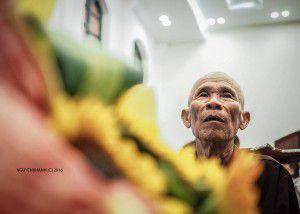 Ảnh chụp ông Trần Văn Thêm khi đang nghe lời xin lỗi từ phía cơ quan tố tụng.