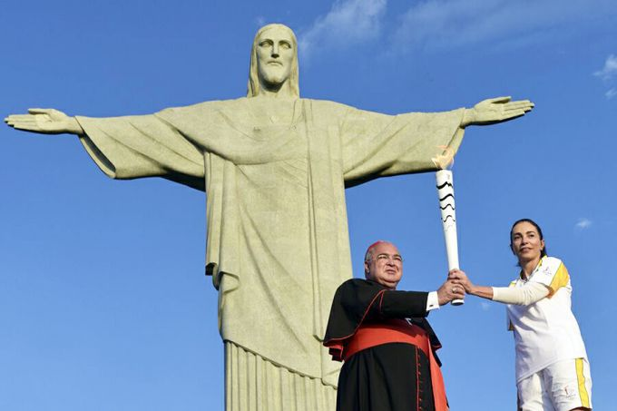 Cardinal_Orani_Joao_Tempesta_holds_the_Olympic_torch_with_former_Olympian_Isabel_Salgado_in_Rio_Aug_4_2016_Credit_Gustavo_de_Oliveira_ArqRio_CNA