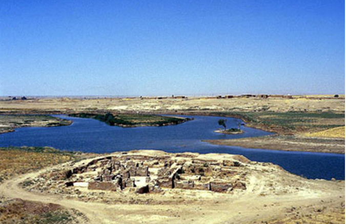 (Ảnh chụp các phế tích bên dòng sông Kebah – Chebar, một nhánh nhỏ của sông Euphrates, xưa thuộc Đế Quốc Babylon, nay thuộc nước Iraq)
