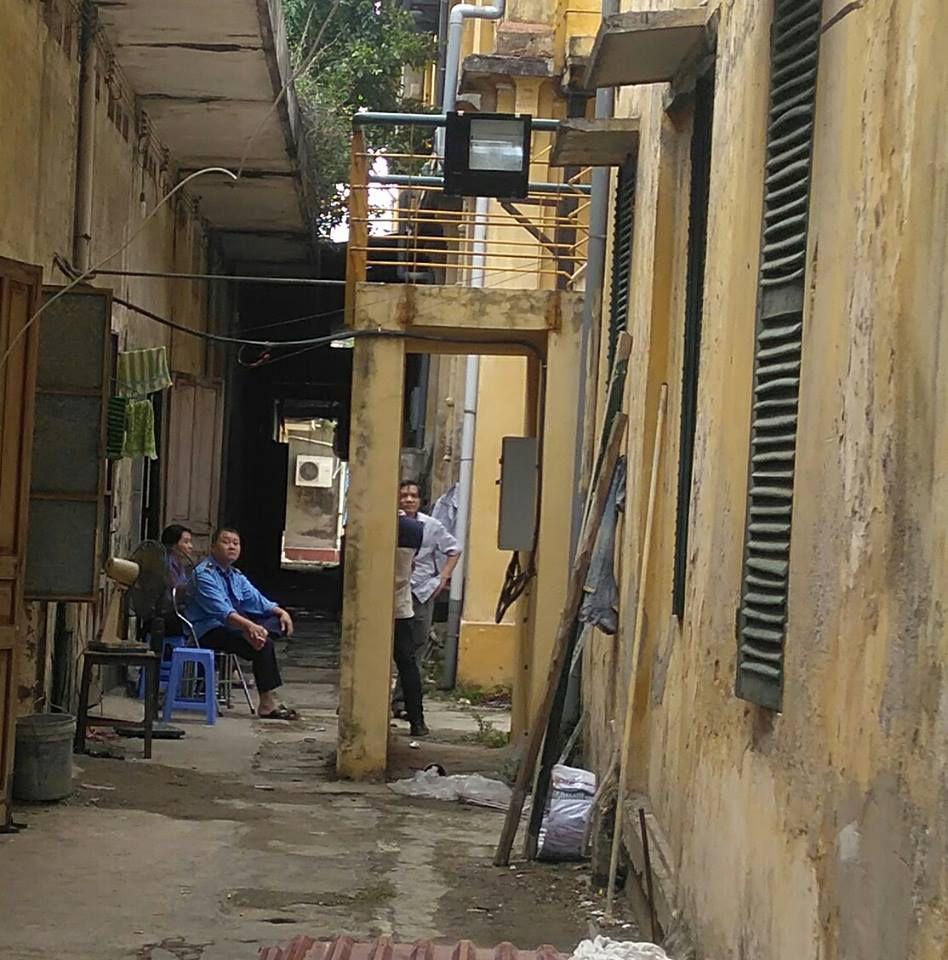 Lắp đèn, xịt thuốc độc hại tại khu vực quý soeurs đang sử dụng