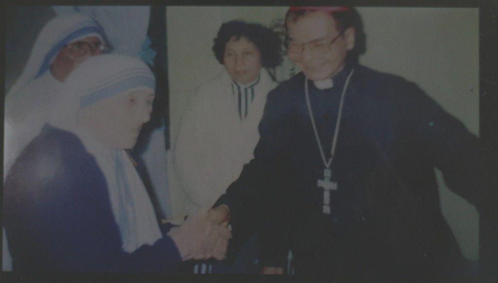 Mẹ Tê-rê-sa gặp cố Đức Hồng Y Giuse Phao lô Phạm Đình Tụng tại Tòa Tổng Giám mục.