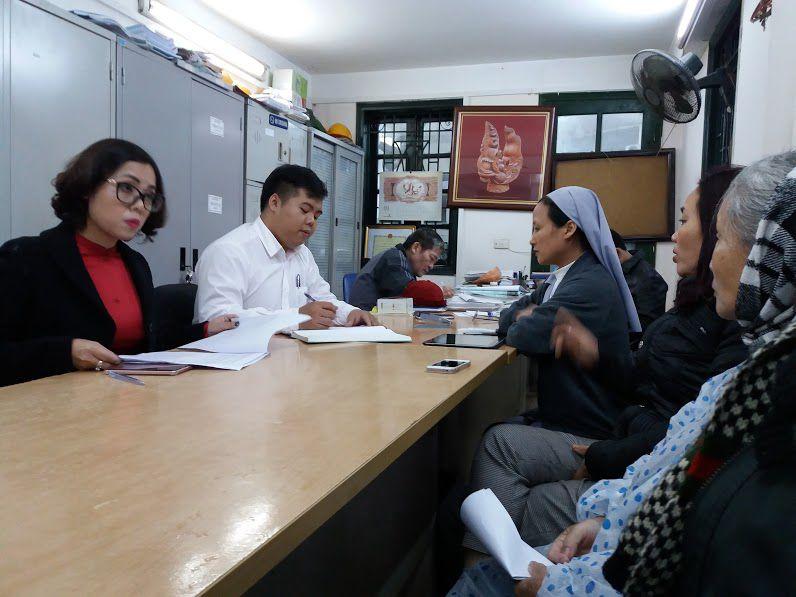 Quý soeurs Dòng Thánh phaolô đến các cơ quan chính quyền gửi đơn kêu cứu