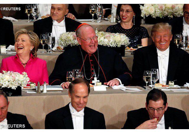 ĐHY Dolan và ông Trump tại Alfred Smith Memorial Foundation dinner ở New York ngày 20/10/2016 - REUTERS
