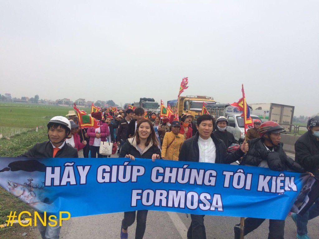 Cha JB Nguyễn Đình Thục cùng bà con Song Ngọc từ Quỳnh Lưu, Nghệ An vào Kỳ Anh, Hà Tĩnh khởi kiện Fomosa, ngày 14.02.2017