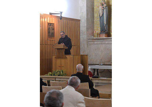 Cha Michelini giảng tĩnh tâm cho Đức Thánh Cha và giáo triều Roma