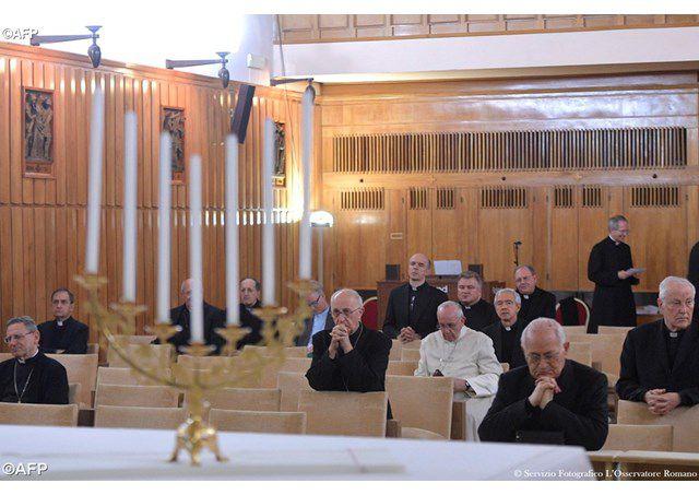 Đức Thánh Cha Phanxicô trong ngày thứ nhất của tuần tĩnh tâm 2017 - AFP