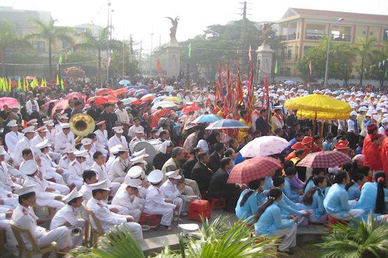 Người Công giáo tham dự lễ năm thánh giáo phận Thái Bình tại nhà thờ Chính tòa Thánh Tâm năm 2009. Đến ngày 31-12-2015, Việt Nam có chừng 6,7 triệu người Công giáo. Ảnh: Peter Nguyễn