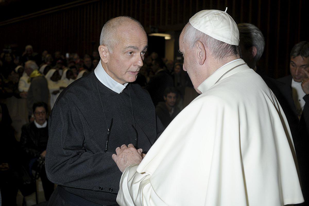 Đức Thánh Cha Phanxico với cha Michael Brehl, C.Ss.R, Bề trên Tổng Quyền Dòng Chúa Cứu Thế