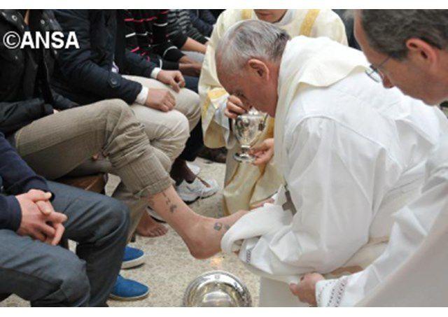 Đức Giáo hoàng Phanxicô rửa chân cho các tù nhân - ANSA