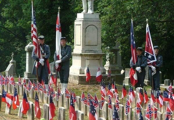 Nghĩa trang và mộ phần của các liệt sĩ  hai phe trong cuộc nội chiến: chiến và bại được chôn cất chung tại Hoa Kỳ.