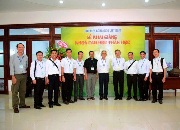 Hình ảnh Học viện Công giáo Việt Nam khai giảng khóa đầu tiên 14.9.2016: có 23 học viên được thi tuyển từ 37 học viên