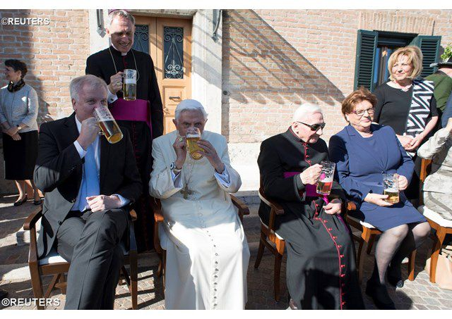 sinh nhật thứ 90 của Đức nguyên Giáo hoàng Biển đức XVI - REUTERS