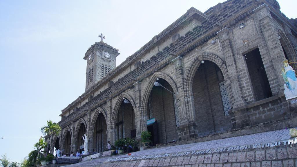 Nhà thờ chính tòa Kitô Vua, còn gọi là Nhà thờ Núi, tại thành phố Nha Trang.