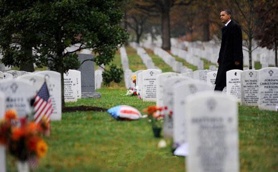 Tổng thống Obama đến viếng nghĩa trang chung cả thắng và thua