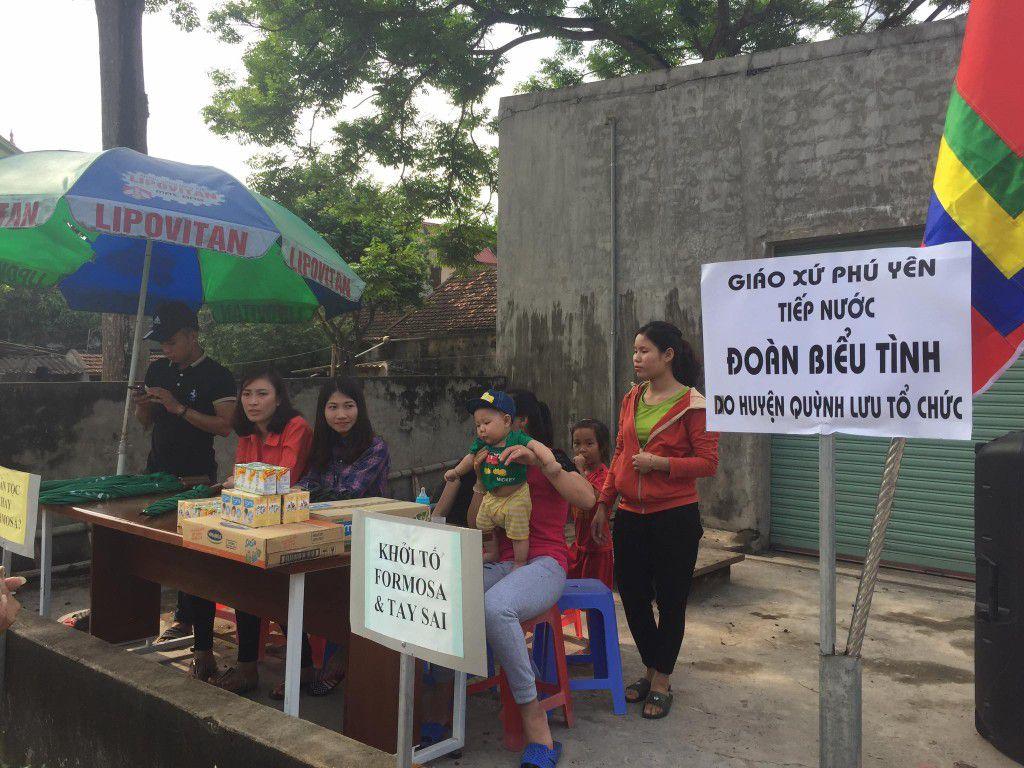 Địa điểm tiếp nước uống của bà con xứ Phú Yên cho đoàn biểu tình, sáng ngày 06.05.2017