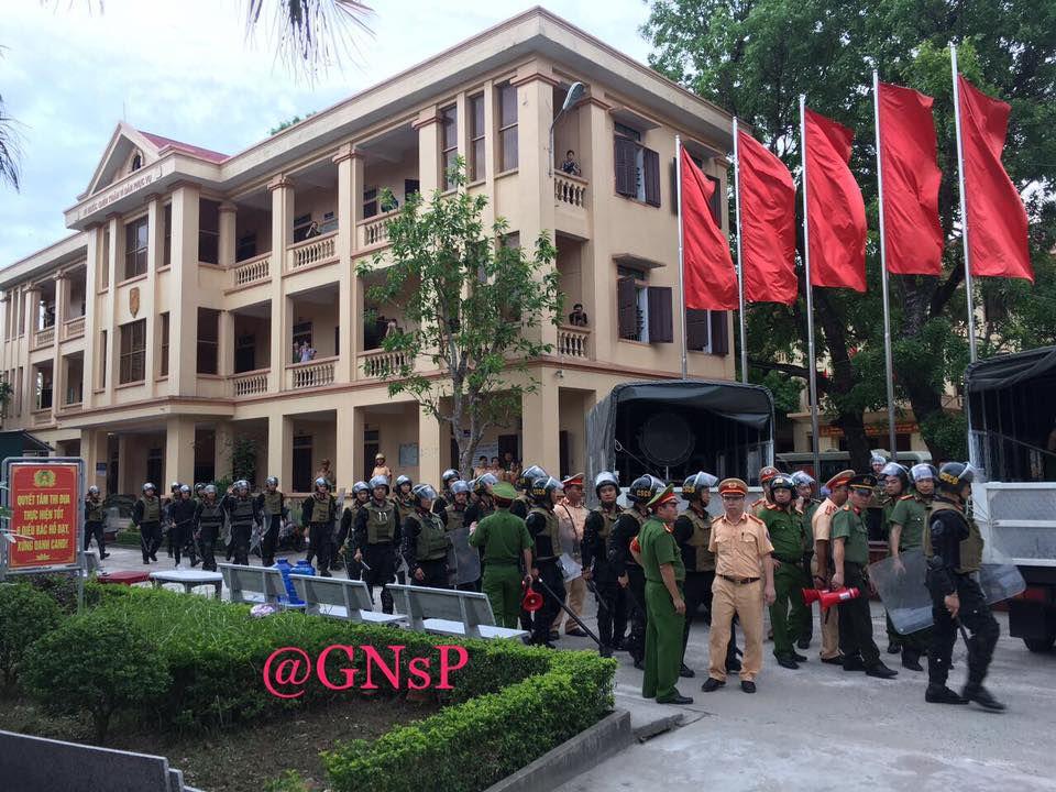 Nhà cầm quyền huy động lực lượng an ninh chống lại người dân