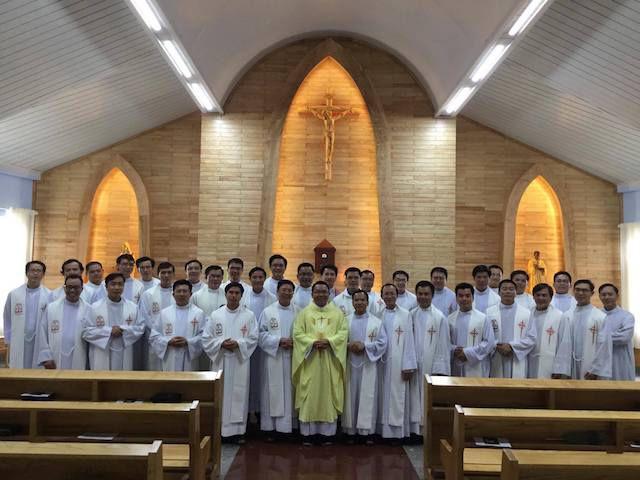 Cha Toma Hà Trọng Tuấn kỷ niệm 2 năm chịu chức linh mục (16.05) khi tham dự kỳ thường huấn Hậu Học Viện