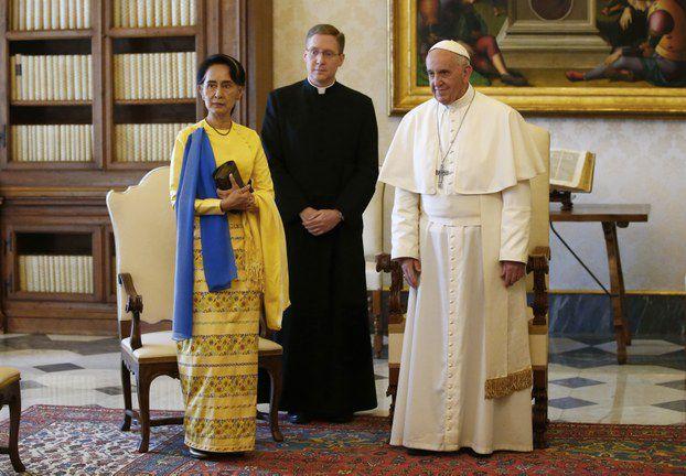 Lãnh đạo Myanmar, bà Aung San Suu Kyi gặp Đức Giáo Hoàng Francis tại Vatican hôm 4/5/2017.