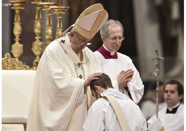 Lễ truyền chức linh mục, 07.05.2017 - AFP