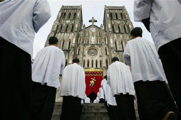 Ảnh chụp trong một buỗi lễ tại Nhà thờ Chính tòa của TGP Hà Nội, VN. Ảnh: AP