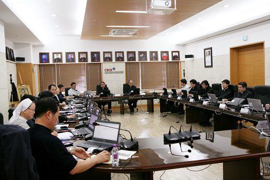 Giới chức giáo hội thảo luận quan hệ trong tương lai của hai miền Triều Tiên tại buổi họp được tổ chức hôm 18-5 ở Seoul. Ảnh: The Catholic Times of Korea