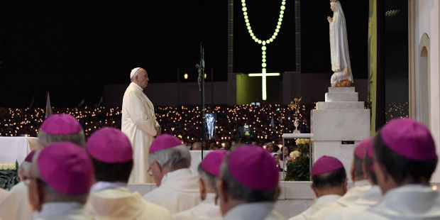 web-fatima-portigal-pope-francis-blessing-candles-c2a9afp-photo-osservatore-romano