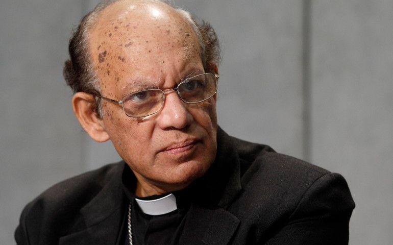 Đức Hồng y Oswald Gracias của Mumbai, Ấn Độ, tham dự một cuộc họp báo ở Vatican vào tháng 10 năm 2015. (Ảnh: CNS / Paul Haring)