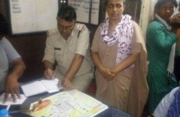 Nữ tu Joseph tại Trạm Cảnh sát Đường sắt Satna sắt ở Madhya Pradesh, Ấn Độ. (Ảnh: Crux)