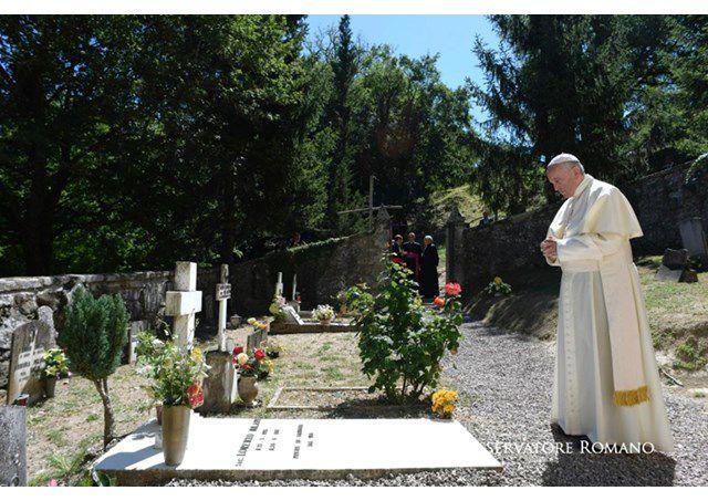 Đức Thánh Cha hành hương viếng mộ 2 linh mục Italia - RV